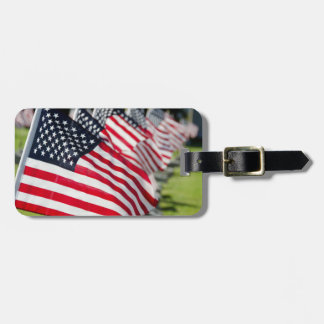 米国の旗が付いている歴史的な軍の墓地 ラゲッジタグ