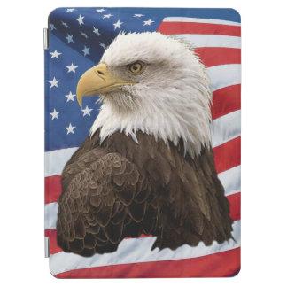 米国の旗の愛国心が強い野性生物の写真の白頭鷲 iPad AIR カバー