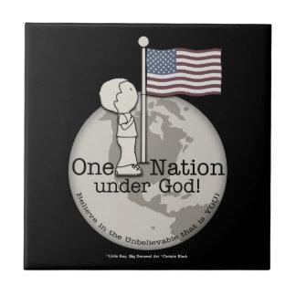 米国の旗の神小さい男の子の下の1つの国家 タイル