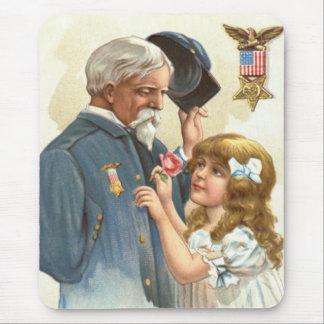 米国の旗の退役傷病軍人のばら色の女の子 マウスパッド