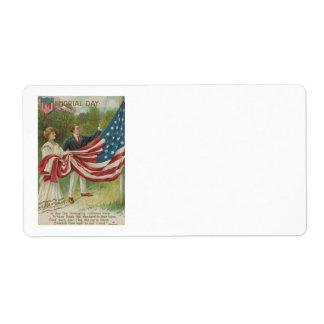 米国の旗を上げるビクトリアンなカップル ラベル