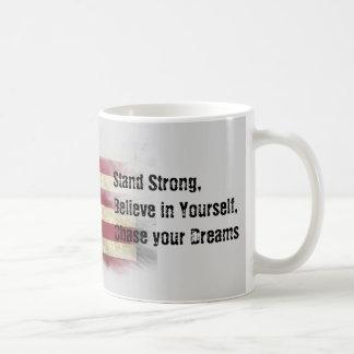 米国の旗。 強い立場はあなた自身で信じます コーヒーマグカップ