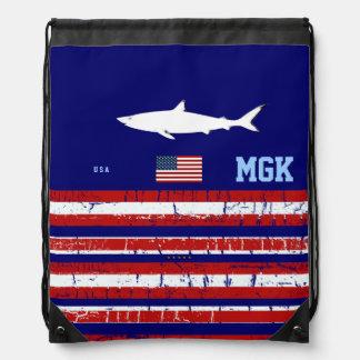 米国の旗、鮫及びイニシャル ナップサック