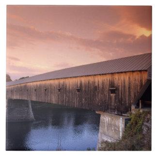 米国の最も長い屋根付橋 タイル