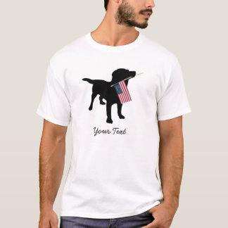 米国の米国旗、7月の第4を持つ黒い実験室犬 Tシャツ