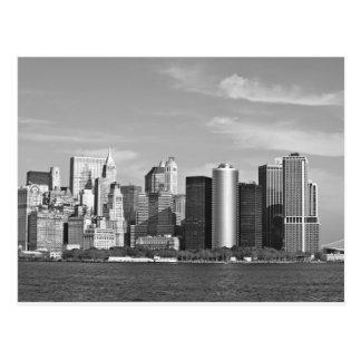 米国の都市景観: ニューヨークのスカイライン#2 [グレースケール] ポストカード