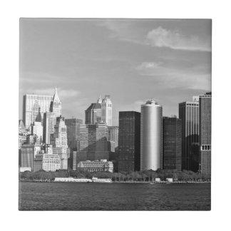 米国の都市景観: ニューヨークのスカイライン#2 [グレースケール] 正方形タイル小
