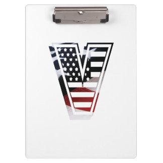 米国はアメリカ人の最初のモノグラムVに印を付けます クリップボード