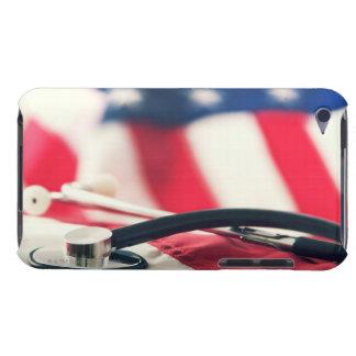 米国旗が付いている医学の聴診器 Case-Mate iPod TOUCH ケース