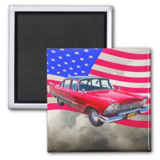米国旗が付いている1958年のプリマスのサヴォイ車 マグネット