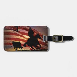 米国旗とロープをかけている素朴なカウボーイおよび雄牛 ラゲッジタグ