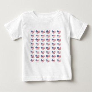 米国旗の素朴なハートのプリント ベビーTシャツ