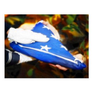 """""""""""米国旗を受け取っている兵士ありがとう ポストカード"""