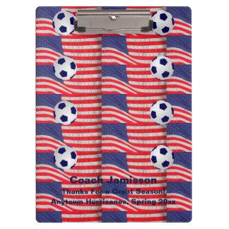 米国旗を繰り返すクリップボードサッカーのコーチ クリップボード