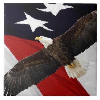 米国旗上のワシ飛行中に タイル
