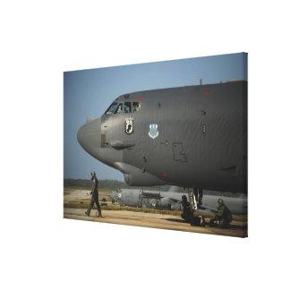 米国空軍航空機乗務員はB-52を準備します キャンバスプリント