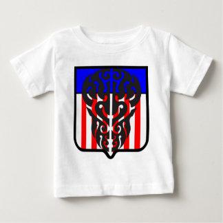 米国色の入れ墨のスカルの盾 ベビーTシャツ