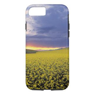 米国、アイダホの白鳥の谷。 激しい日没は噴火します iPhone 8/7ケース
