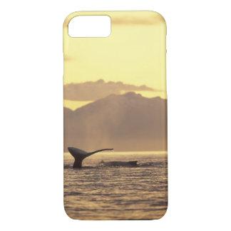 米国、アラスカの中の道のザトウクジラの iPhone 8/7ケース