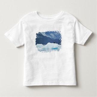 米国、アラスカの中の道。 とまる白頭鷲 トドラーTシャツ