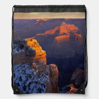 米国、アリゾナのグランドキャニオンの国立公園、冬 ナップサック