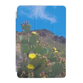 米国、アリゾナ。 丘のサボテン iPad MINIカバー