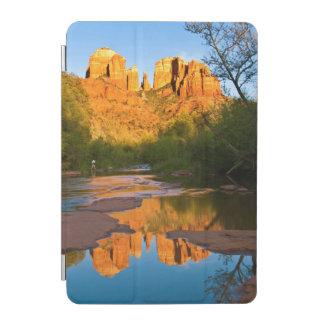 米国、アリゾナ。 日没のカテドラルの石 iPad MINIカバー