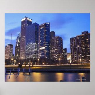 米国、イリノイ、シカゴのランドルフ市のスカイライン ポスター