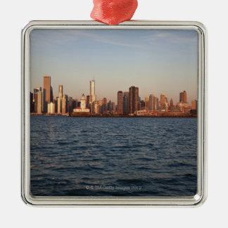 米国、イリノイ、シカゴの湖上の都市スカイライン メタルオーナメント