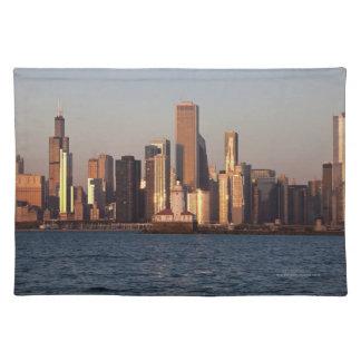 米国、イリノイ、シカゴの湖2上の都市スカイライン ランチョンマット