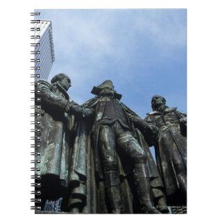 米国、イリノイ、シカゴ、超高層ビルおよび彫像 ノートブック