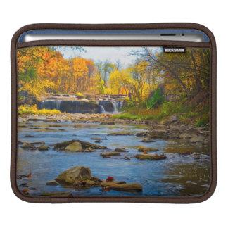 米国、インディアナ。 激流の滝の州のレクリエーション iPadスリーブ