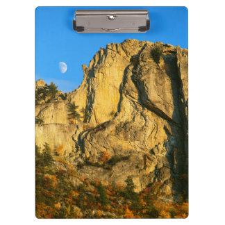 米国、ウェストヴァージニアの小ぎれいなノブセネカ人の石2 クリップボード