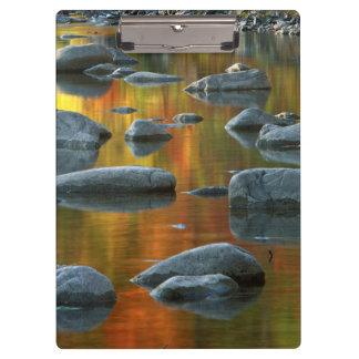 米国、ウェストヴァージニアの小ぎれいなノブセネカ人の石3 クリップボード
