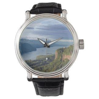 米国、オレゴンのコロンビア川の峡谷、ヴィスタの家 腕時計