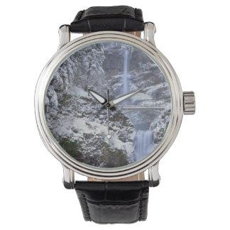 米国、オレゴンのコロンビア川の峡谷 腕時計