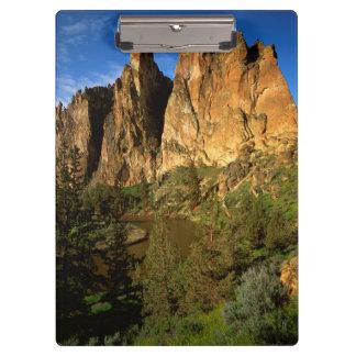 米国、オレゴンのスミス石の国家の花こう岩の崖 クリップボード