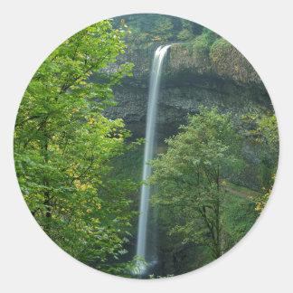 米国、オレゴンの銀製の滝の州立公園 ラウンドシール