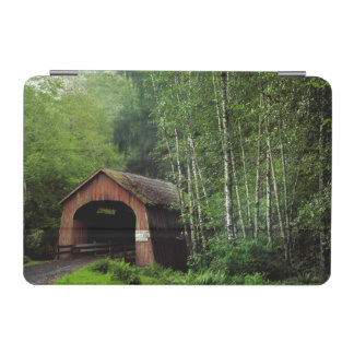 米国、オレゴン。 North Fork上の屋根付橋 iPad Miniカバー