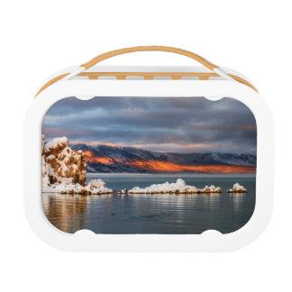 米国、カリフォルニアのモノラル湖の日の出 ランチボックス