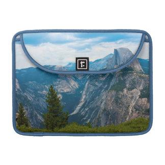 米国、カリフォルニアのヨセミテ国立公園1 MacBook PROスリーブ