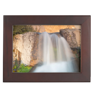 米国、カリフォルニアのInyoの国有林。 滝 ジュエリーボックス