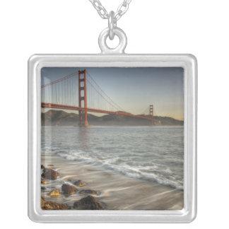 米国、カリフォルニア、サンフランシスコ。  景色の眺め シルバープレートネックレス