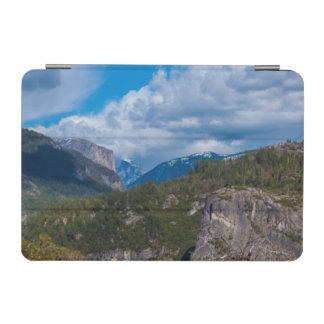 米国、カリフォルニア。 ヨセミテの谷ヴィスタ2 iPad MINIカバー