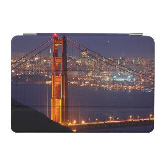 米国、カリフォルニア。 夜のゴールデンゲートブリッジ iPad MINIカバー