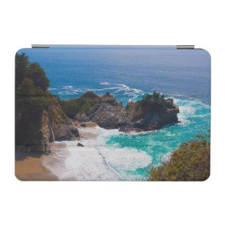 米国、カリフォルニア。 Mcwayの滝の眺め iPad Miniカバー
