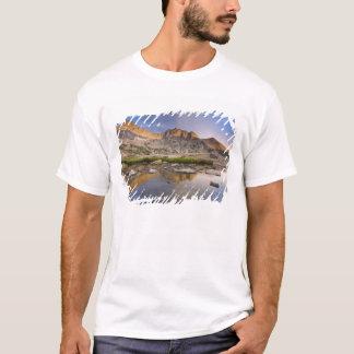 米国、コロラド州のロッキー山脈NP。  雨雲 Tシャツ