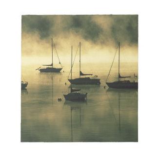 米国、コロラド州の湖Dillon。  早朝 ノートパッド