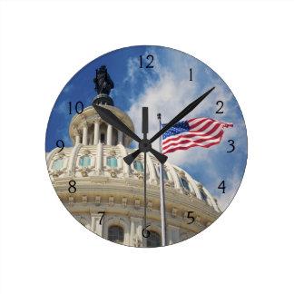 米国、コロンビア、Washington D.C.の国会議事堂の建物 ラウンド壁時計