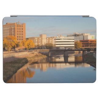 米国、サウスダコタ、スーフォールズの都市スカイライン iPad AIR カバー